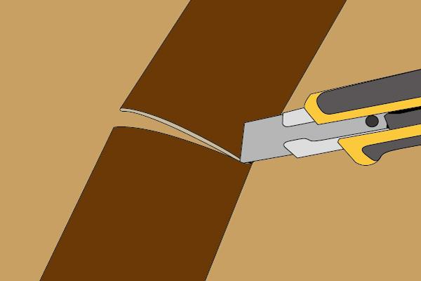 カッターナイフで切断